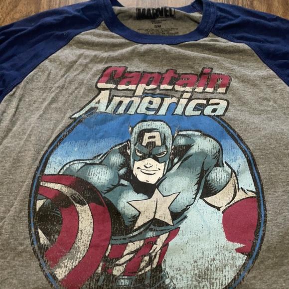 Marvel men's small captain America shirt